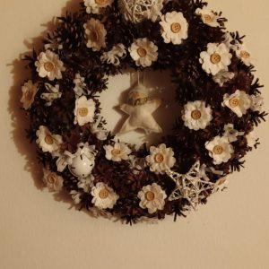 Ghirlande e corone natalizie